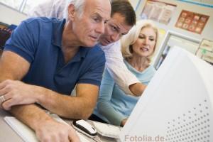 Lerngruppe am Computer